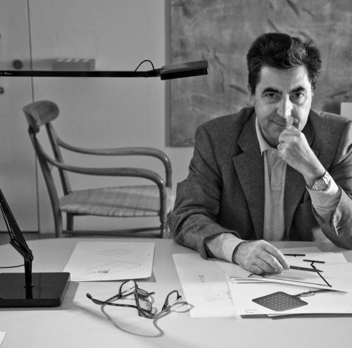 projektant kominków Antionio Citterio; kominki wolnostojące; kominki na drewno; kominki designerskie; kominki projektantów